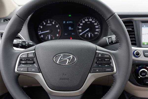 Vô lăng Hyundai Accent mới