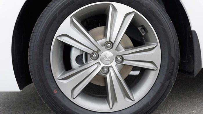 La zăng Hyundai Accent 1.4 AT Đặc Biệt 2020