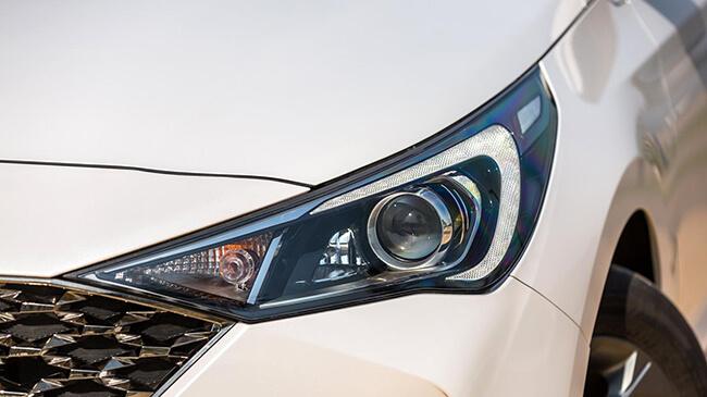 Cụm đèn trước xe Hyundai Accent 2021