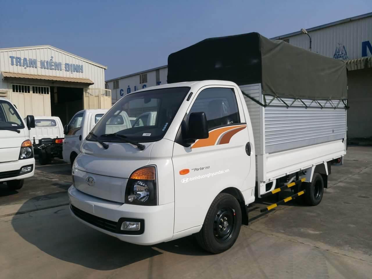 Hyundai Porter H150 thùng mui bạt